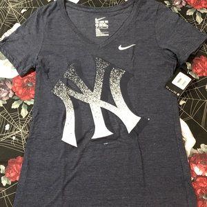 NWT NIKE DRI-FIT WOMENS NEW YORK YANKEES T-SHIRT M